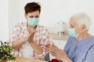 Por que há idosos que se curam da Covid-19 enquanto jovens morrem?